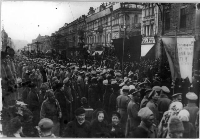 1917.III_.-Демонстрація-на-вулиці-Хрещатик-у-Києві.